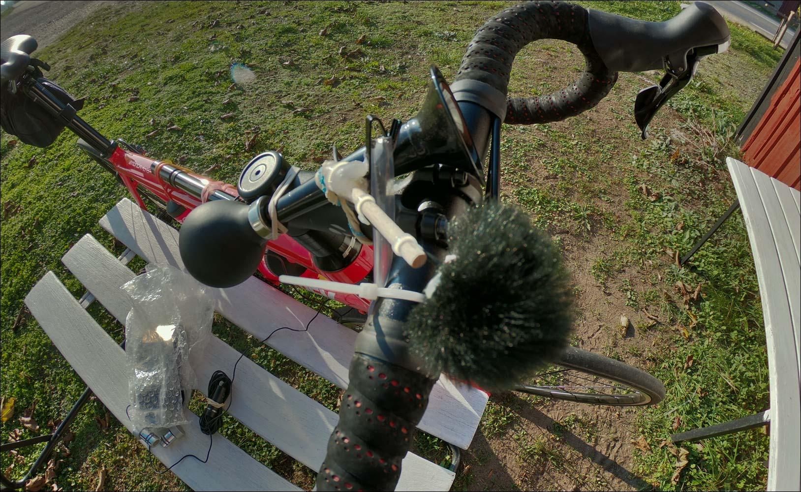 racern-med-ljudutrustning-i-Lerkaka